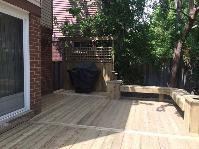 13 - Custom privacy screen, benches, trellis.jpg
