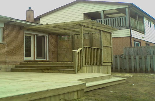 26 - PT Deck, privacy screen, trellis.jpg