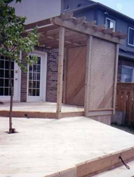 29 - PT Deck, privacy screen, trellis.jpg