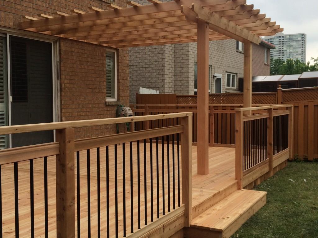61 - Cedar trellis, aluminum railing.jpg