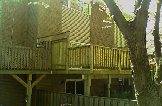 21 - Elevated deck, privacy screen.jpg